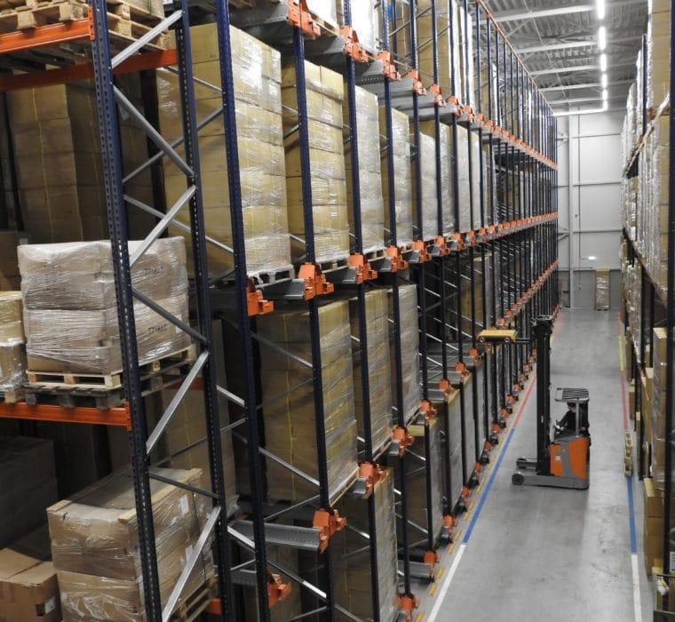 FIFO voor bureaustoelen - 3400 palletplaatsen voor snelgroeiende kantoorinrichter